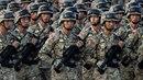 Čínští milicionáři v Sin-ťiangu přísahají, že budou bojovat proti terorismu.