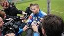 Fotbalista David Bystroň spáchal sebevraždu.