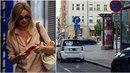 Ivana Chýlková si s parkováním v centru Prahy těžkou hlavu nedělá.