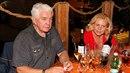 Krampolovi a jeho ženě není do smíchu.