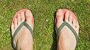 Žabky jsou oblíbená letní obuv. Problém je, že vůbec nejsou zdraví prospěšné!