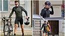 Orlando Bloom se prohání po Praze na kole.