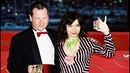 Lars měl Björk šeptat do ucha neslušné návrhy a proti její vůli ji osahávat.