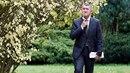 Andrej Babiš v kravatě se vzorem gravity na jednání v Lánech. Kravata ho trochu...