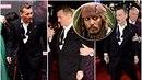 Johnny Depp se před premiérou asi pěkně posilnil.