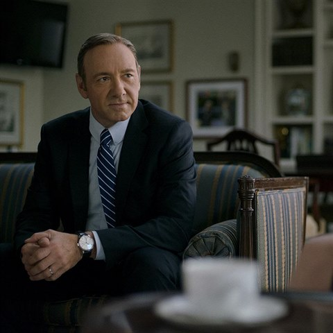 Kevin Spacey jako Frank Underwood.