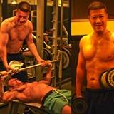 Tomio Okamura a Jarek Šimek si dávají do těla.