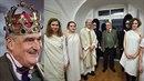 Karel Schwarzenberg oslavil osmdesátku a byl koronován za krále pravdy a lásky.