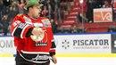 Slovenský brankář Július Hudáček. To je největší hokejový showman.