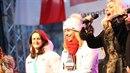 Ester Ledecká na Staroměstské náměstí. Při hymně si zapomněla sundat čepici a...