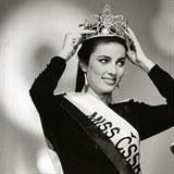 Ivana Christová v roce 1989, kdy získala titul královny krásy. Zatímco porota se shodla jednohlasně, publikum nadšení nesdílelo a nelíbilo se jim, že si jako jediná z finalistek nenechala natupírovat vlasy.