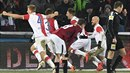Slávista Milan Škoda proměnil penaltu a srovnal stav derby na 3:3.