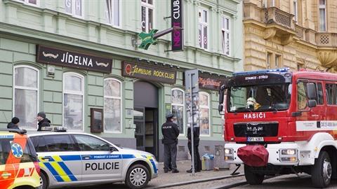 U erotického klubu zasahovali policisté, hasiči i záchranáři.