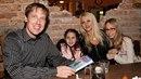 Stanislav Gross se svou rodinou. Expremiér zemřel v roce 2015.