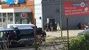 Policisté zasahují v supermarketu ve městě Trébes.