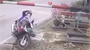 Motorkáře zastavila závora.