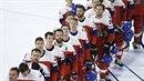 Češi poslouchají po výhře nad Francií státní hymnu.
