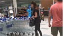 Mária Trošková se vydala na nákupy a v supermarketu dokonce sundala černé brýle.