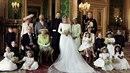 První svatební fotografie prince Harryho a Meghan Markle.