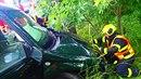 V havarovaném vozidle cestovaly dvě děti a tři dospělí. Při příjezdu hasičům...