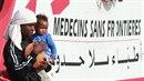 Uprchlíci na lodi Lékařů bez hranic.