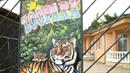 Zooparky rodiny Berousků prohledávali celníci a policisté.