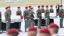Ceremonií na pražském letišti byla uctěna památka českých vojáků.