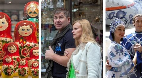 Ruští turisté zase berou Prahu útokem. Matrjošek ve výlohách se tedy v budoucnu...