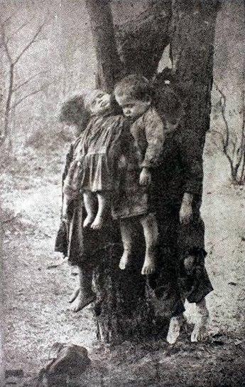 """""""Věnec"""" ze zavražděných dětí v Tarnopolu. Banderovci tam poblíž nich vyvěsili..."""