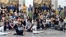 Fotografie studentů francouzské umělecké školy pošla podivnou úpravou.
