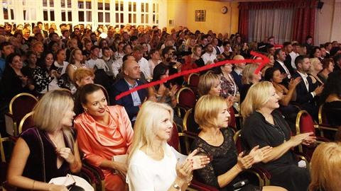 Čerešňáková s kamarádkou seděly ve stejné řadě jako Ditmar s novou přítelkyni....