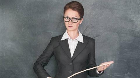 Učitelka z Vysočiny označovala lidi bez titulu za póvl, který by měl chcípnout...