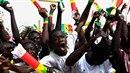 Mladíci v Senegalu žijí fotbale a sní o kariéře slavného fotbalisty a životě v...