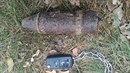 Muž našel na Sokolovsku nevybuchlý dělostřelecký granát.