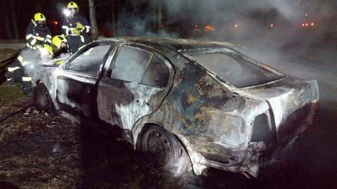 Na parkovišti v Lokti shořelo auto.