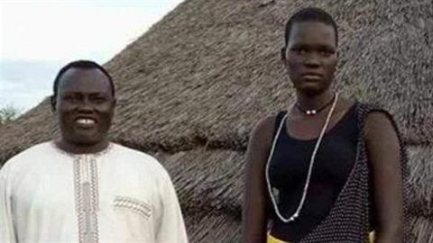 Otec nabídl svou sedmnáctiletou dceru k prodeji na Facebooku. Dostal za ní 500...
