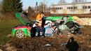 Z auta zbyl po střetu s vlakem vrak, řidič vyvázl jen s lehkým zraněním.