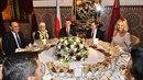 Český premiér Andrej Babiš (uprostřed) povečeřel 4. prosince 2018 v Rabatu s...