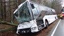 Hasiči na Opavsku vyprostili autobus z příkopu i s jeho cestujícími