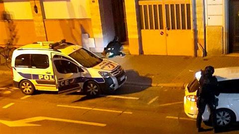 Chérifa Chekatta zastřelili policistě na ulici na prahu dveří.