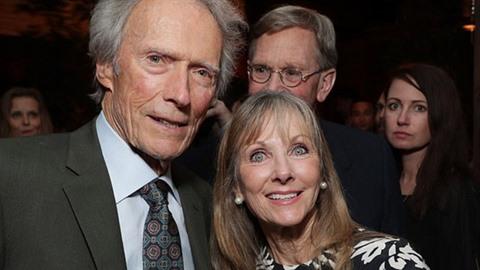 Clint Eastwood vedle dcery Laurie Murray, o které  dlouhé roky nevěděl.