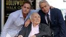 Kirk Douglas se synem Michaelem a s vnukem Cameronem.