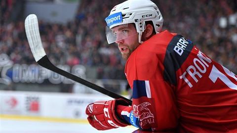 Marek Trončinský je skvělý hokejista, ale také floutek. Proto si ho kluby v...