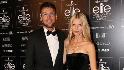 Lukáš Hejlík poskytl dvojrozhovor se svou krásnou ženou a vysmál se Klusovým.