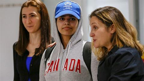Rahaf Kunun ze Saúdské Arábie našla azyl v Kanadě.