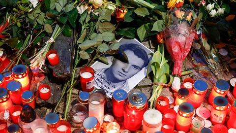 Památce Jana Palacha se přišly poklonit tisíce lidí.