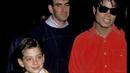 Michael Jackson s Jamesem Safechuckem, který dnes jako dospělý vypovídá v novém...
