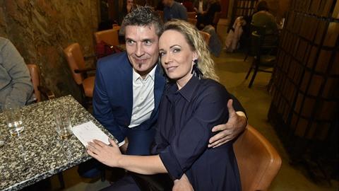 I po tolika letech vypadá Alena Antalová s manželem šťastně.