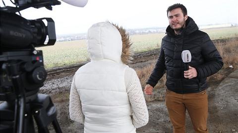 Redaktor Expresu s dívkou, která se podobně jako Tereza Hlůšková živila v...