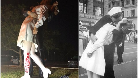 Vandalové na sochu legendárního polibku nasprejovali název kampaně Me Too....